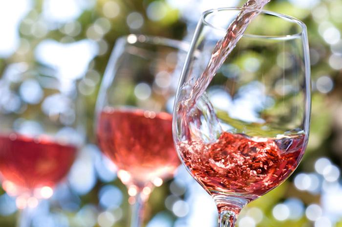 Cómo enfriar una botella de vino